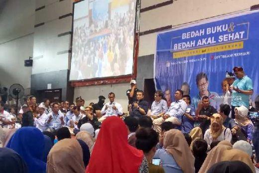 Di Depan Ribuan Mahasiswa Riau, Rocky Gerung Sindir Guru Besar UI