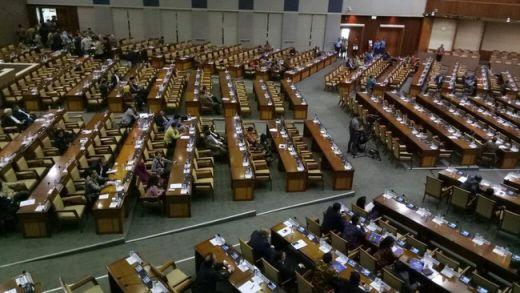 Fahri Hamzah Ketok Palu Sepihak Hak Angket KPK, Penyebab Sidang Paripurna Ricuh