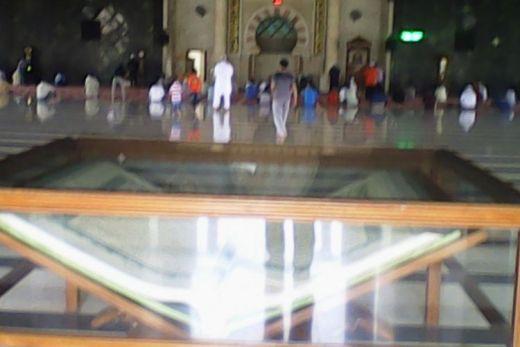 Ini Dia Penampakan Al Quran Raksasa di Masjid Raya Makassar