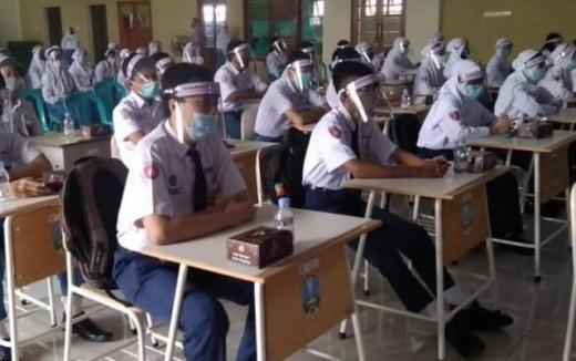 Nadiem Makarim Desak Pemerintah Daerah Buka Sekolah Tatap Muka