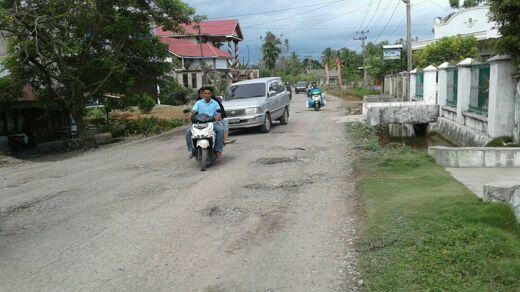 Perantau Pesisir Selatan Disambut Jalan Hancur di Kampung Halaman