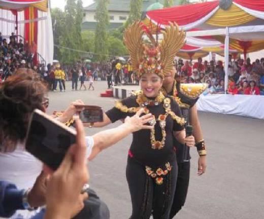 Jember Fashion Carnaval 2016 Resmi Dibuka, Artis Penyanyi Ashanty Ikut Ambil Bagian Meski Hamil 7 Bulan