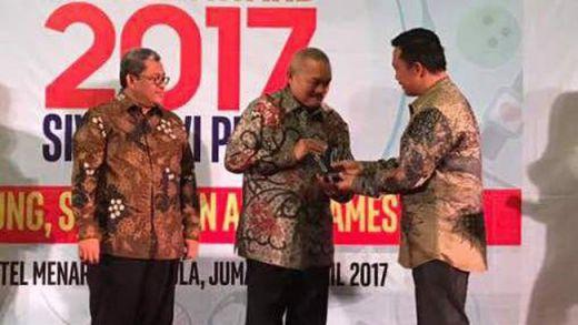 Selain Menpora, Alex Noerdin Juga Raih Penghargaan sebagai Gubernur Peduli Olahraga dari SIWO PWI