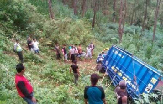 Tak Kuat Nanjak, Truk Masuk Jurang Sedalam 25 Meter, Sopir Tewas di Jalan Lintas Ponorogo