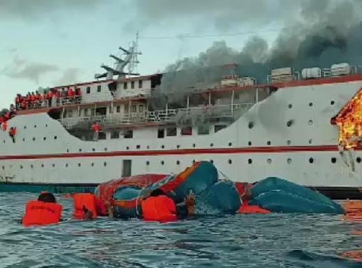 KM Karya Indah Terbakar di Laut Malut, 181 Penumpang Dievakuasi