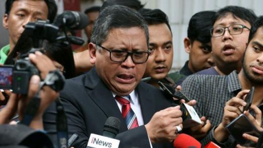 Sindir Bansos SBY, Hasto Diminta Bantu KPK Cari Harun Masiku