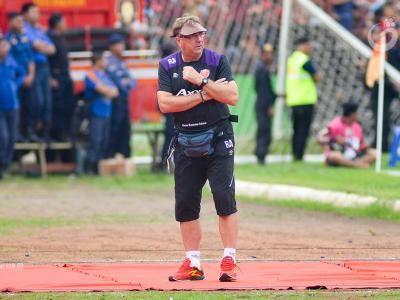 Robert Alberts Cari Cara Kalahkan Bhayangkara FC