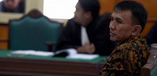 Curhat di Depan Hakim, Mantan Gubernur Ini Berurai Air Mata