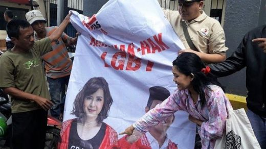 Akhirnya, Bawaslu Turunkan Spanduk PSI Bela LGBT di Jakarta