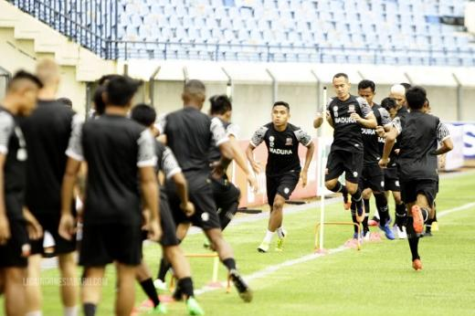 Gelandang Senior Madura United Optimis Lolos Babak 8 Besar