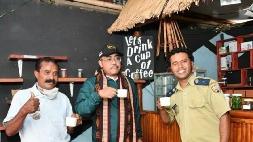 Singgah di Warung Bumdes, Gus Jazil Sebut Kopi Ende Rasanya Khas