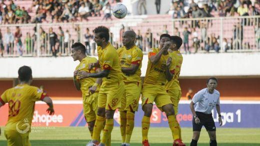 Laga Persipura Lawan Bali United Ditunda