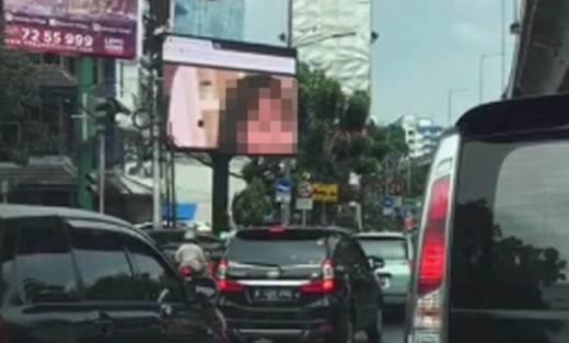 Film Porno yang Terputar di Videotron Jakarta Hingga 5 Menit Sebabkan Macet Total di Jalan Wijaya dan Prapanca