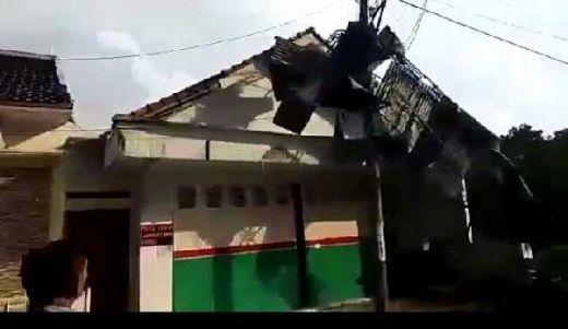 Puting Beliung Terjang Cirebon, 1 Tewas, 165 Rumah Rusak