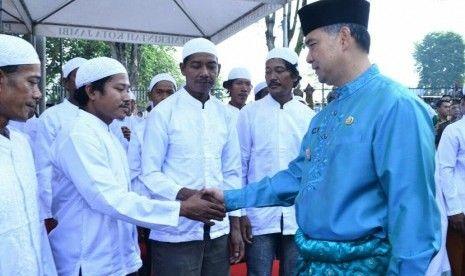 Subhanallah, Disaksikan Walikota Jambi, Ratusan Warga Suku Anak Dalam Akhirnya Memeluk Islam