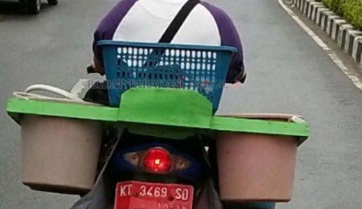 Wah... Motor Berplat Merah Dipakai untuk Jualan Ikan