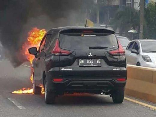 Mobil Xpander Terbakar di Flyover Pekanbaru, Ini Penjelasan Mitsubishi
