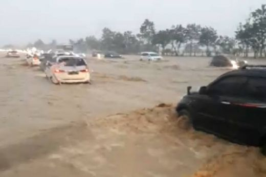 Tol Cikopo-Palimanan KM 136 arah Jakarta Tergenang, LMS Pastikan Sistem Drainase Sesuai DED